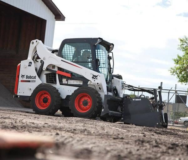 Bobcat_Skid-Steer_Loaders_-_S570_1